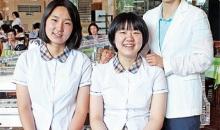 정미옥관장(시온식품여고 교사), 시온입사생 박현지, 박예지 자매