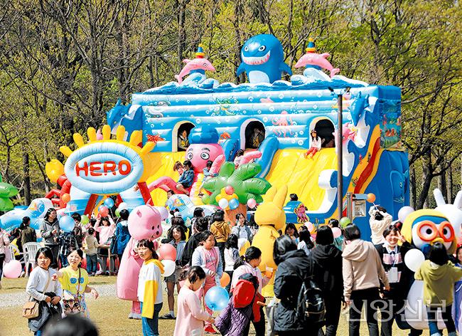 봄꽃축제가 열린 신앙촌 군락지