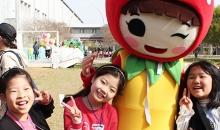 [봄꽃축제] 캐릭터인형과 사진 찍기