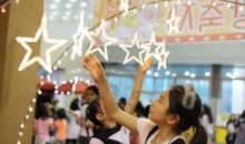[6월 여학생 캠프] 야광별을 만지는 소녀
