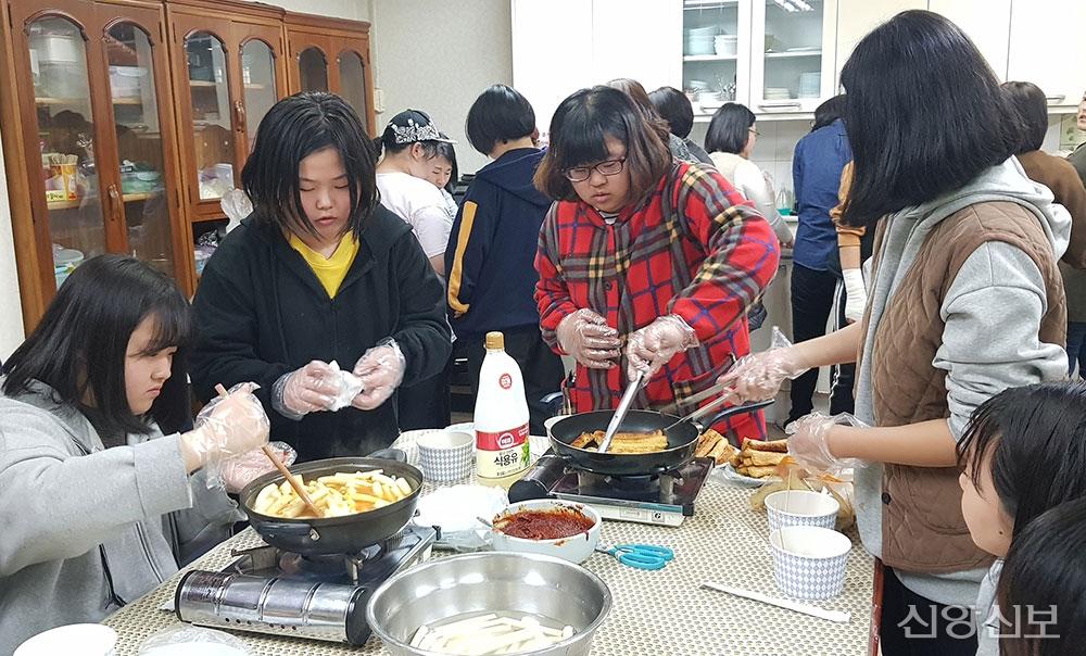 강동, 강북지역 여학생들