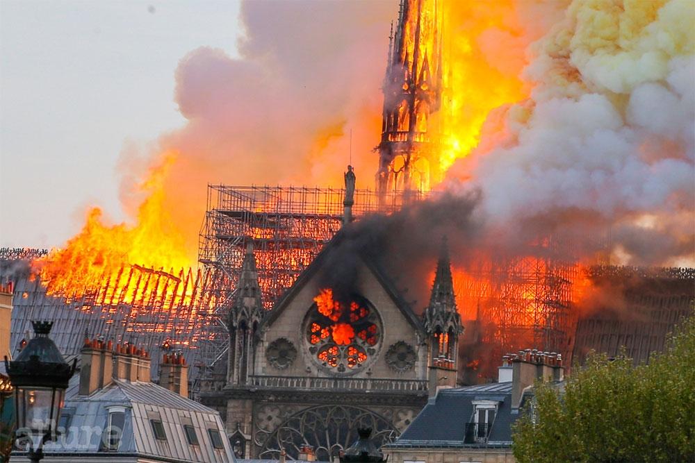 2019.4.15. 노트르담 성당의 화재 모습
