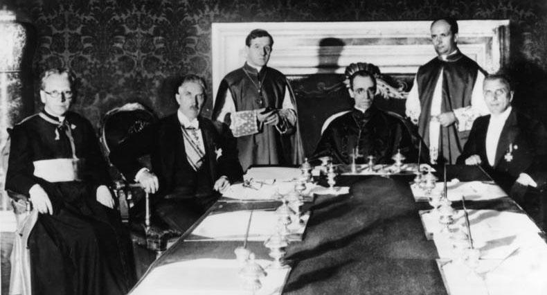 1933년 독일 나치 정권과 교황청에 제국종교협약 체결하는 모습