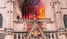각국에서 잇따른 성당 화재 … 방화 가능성 높아